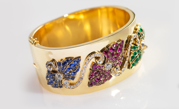 Bangle, yellow gold, diamonds ca. 1,5 ct., sapphires, rubies, emeralds, England late 19th century