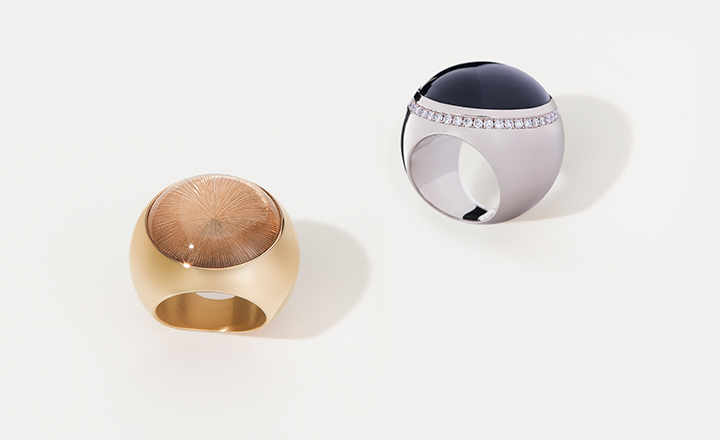 Sphere ring, red gold, smoky quartz cabochon with 'sun' engraving – <br>sphere ring, white gold, onyx and 44 diamonds 0,88 ct.