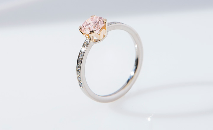 Ring, bicolor white and rose gold, faint pink diamond 0,87 ct. with GIA certificate, 16 diamonds 0,15 ct.